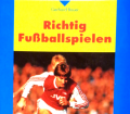 Richtig Fußballspielen. Von Gerhard Bauer (1996).